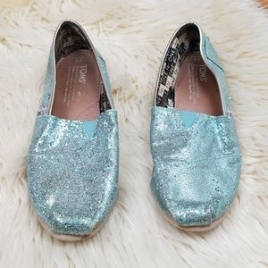Toms Youth size 4